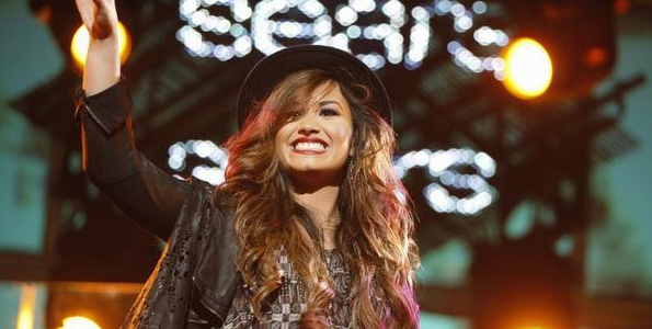 Sneak Peek: Demi Lovato and Cody Simpson on Extreme Makeover Home Edition