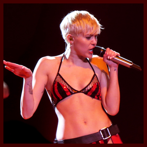 Miley Cyrus Kisses Katy Perry, Duets with The Flaming Lips & Belts Her Heart Out at Bangerz Tour in Los Angeles