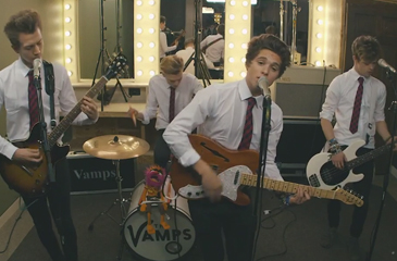 """The Vamps Cover """"Twist & Shout"""" While Max Schneider Slows Down """"She Looks So Perfect"""""""