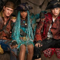 "First Look at China McClain, Thomas Doherty & Dylan Playfair in ""Descendants 2"""