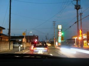 問題の福島県道 4 号線にて右折待ち。ここはまだ混まない、問題はこの先の伊達市に入ってからの県道 4 号線
