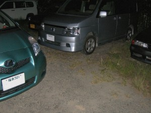 見知らぬステップワゴンに車に駐車場をとられて、とめられない Vitz