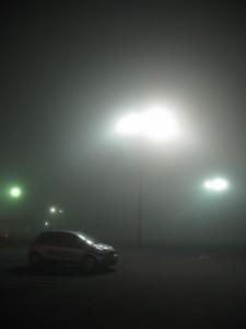 この日、ヨークベニマルに行ったら、急に霧が降りてきました。