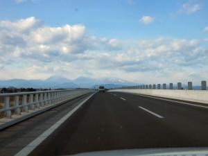 北関東自動車道から撮影。正面に見えるのは日光、その奥は福島県です。