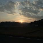 福島市内から見える夕陽。大学周辺はこんなに田舎。