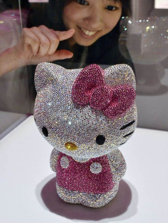 41-Swarovski-studded-Hello-Kitty.jpg