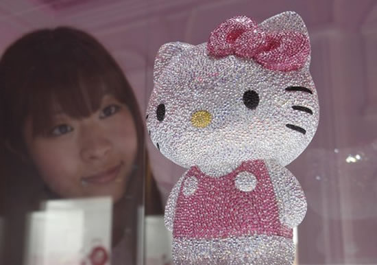 41-Swarovski-studded-Hello-Kitty2.jpg