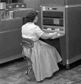 oldskool-women-computer-thumb.jpg