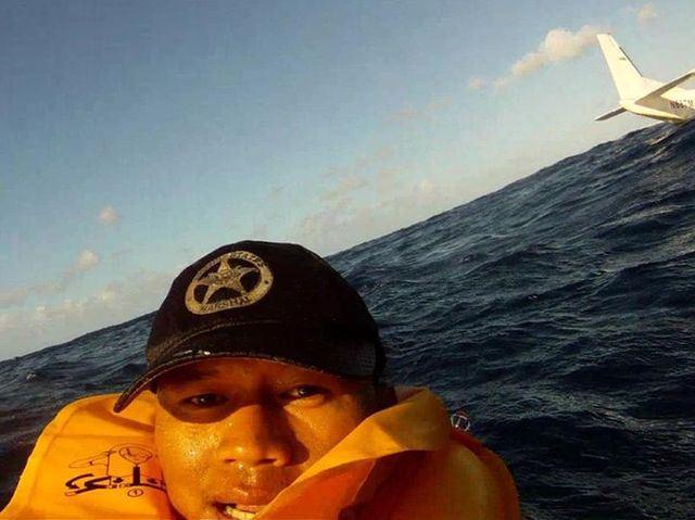 plane-crash-selfie