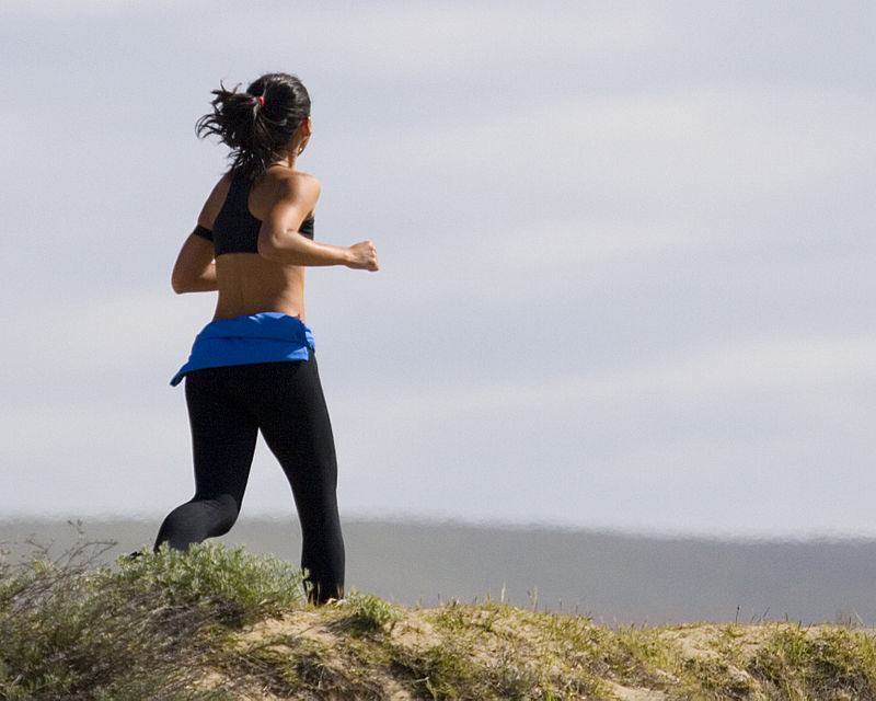 800px-Jogging_Woman_in_Grass