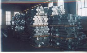 bundled aluminium containers for packing in a container