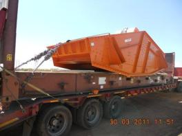 mining screen loaded and lashed on a flatrack container