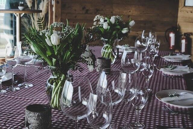 עיצוב שולחן לשבועות בלבלן ובסגול