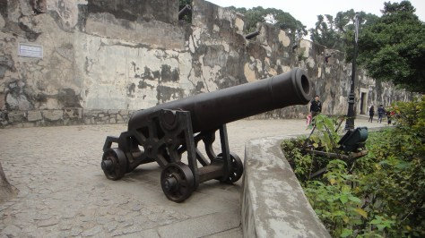 Cannon on the Fortaleza do Monte