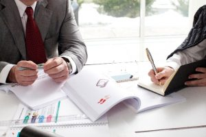労基署調査を知り尽くした元労働基準監督官が臨検対応や是正報告書の作成を行います。