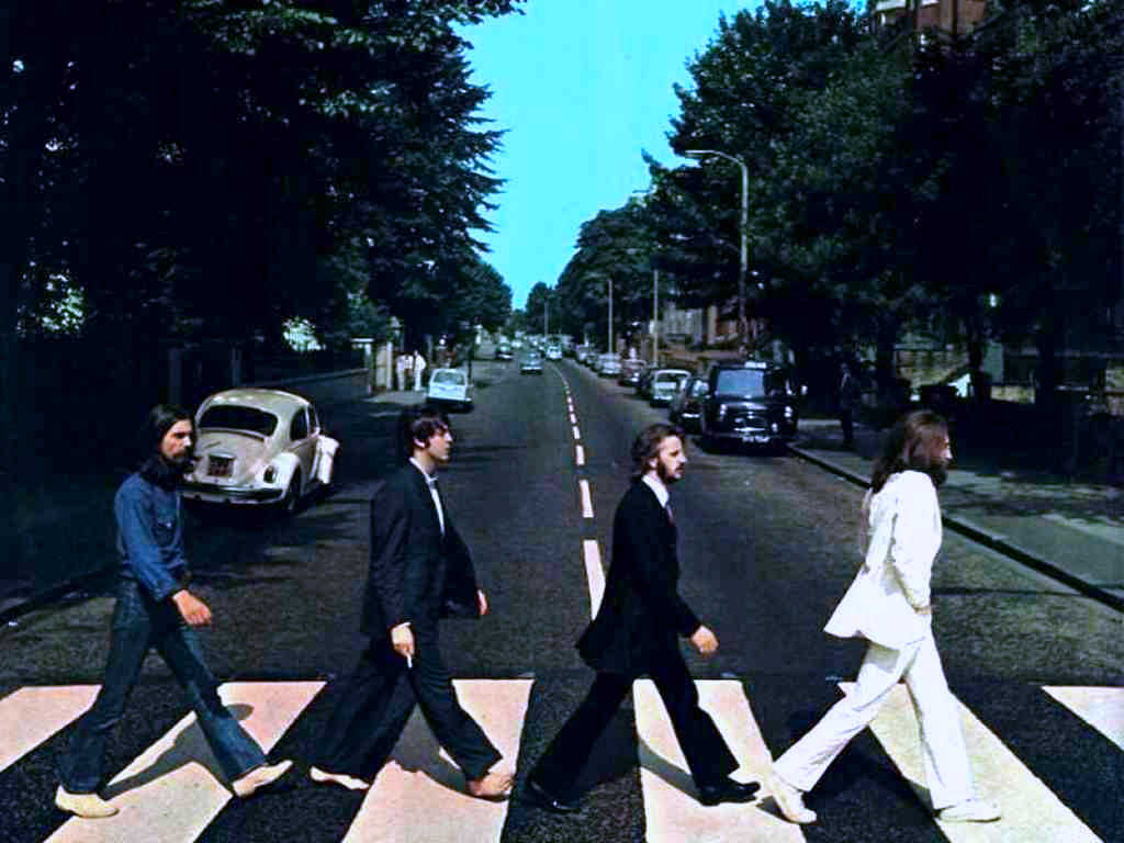 The Beatles in Abbey Road. 📷 Roger