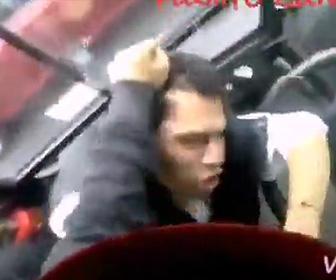 【動画】車道を走る自転車がバスに進路を塞がれ、怒った自転車に乗る男性が衝撃の行動