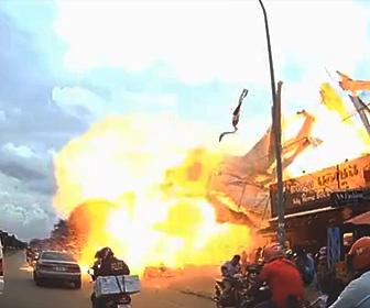 【動画】カンボジアでガソリンスタンドが大爆発する衝撃映像