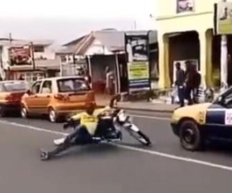 【動画】黒人男性のバイク運転技術が凄い