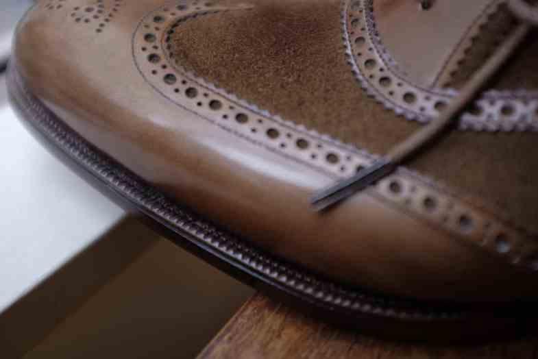 Närbild på sko från Clematis GInza, en som The Prologue skriver om på sin sajt.