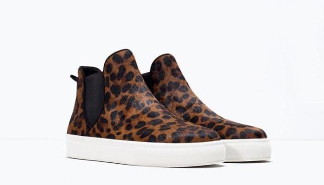 Musthave: Slip ons van Zara. Alles over deze faux fur slip ons van Zara. Verkrijgbaar in burgundy, zwart en luipaard design. Bekijk de slip ons hier.