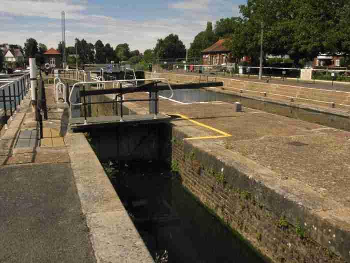 Teddington small-boat lock