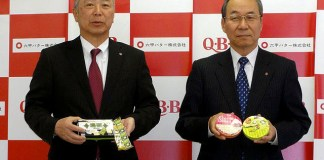 春夏新製品をアピールする三宅宏和社長㊨と中島雅一専務(六甲バター)