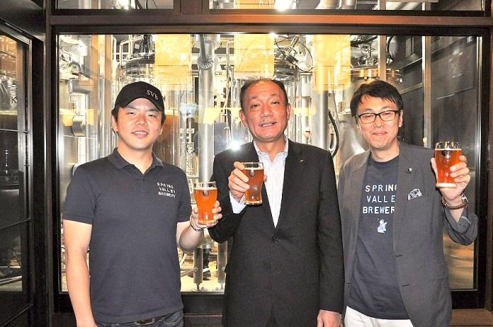 布施孝之 キリンビール社長(中)と和田徹 SVB社長(右)