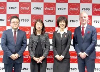 (右から)日本コカ・コーラのハフ・グループマネジャー、後藤由美広報・パブリックアフェアーズ本部副社長、ぐるなびの山本光子執行役員プロモーション部門長、高橋グループ長