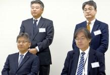 (前列左から)久田貴之社長・大野潤常務、(後列左から)宮司裕営業本部長・鈴木誠司常務(ケイエス冷凍食品)