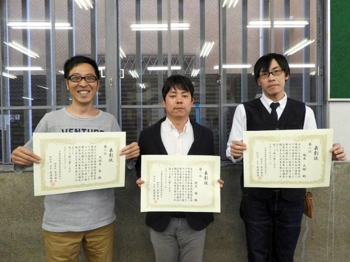 産地当て入賞者=左から久保井隼氏、徳久満氏、塚本大樹氏(第37回海苔コンテスト)