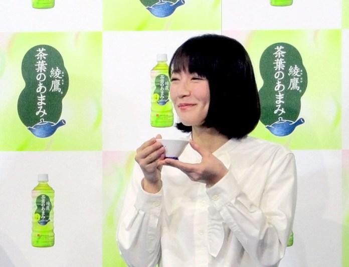 「綾鷹 茶葉のあまみ」のイベントに招かれたCMキャラクターの吉岡里帆さん