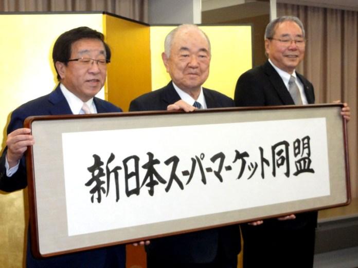 (左から)リテールパートナーズ・田中康男社長、アークス・横山清社長、バローHD・田代正美会長兼社長