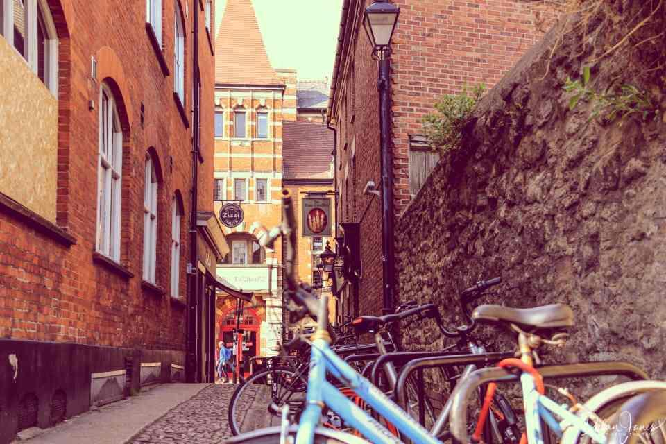 Exploring the alleyways of Oxford