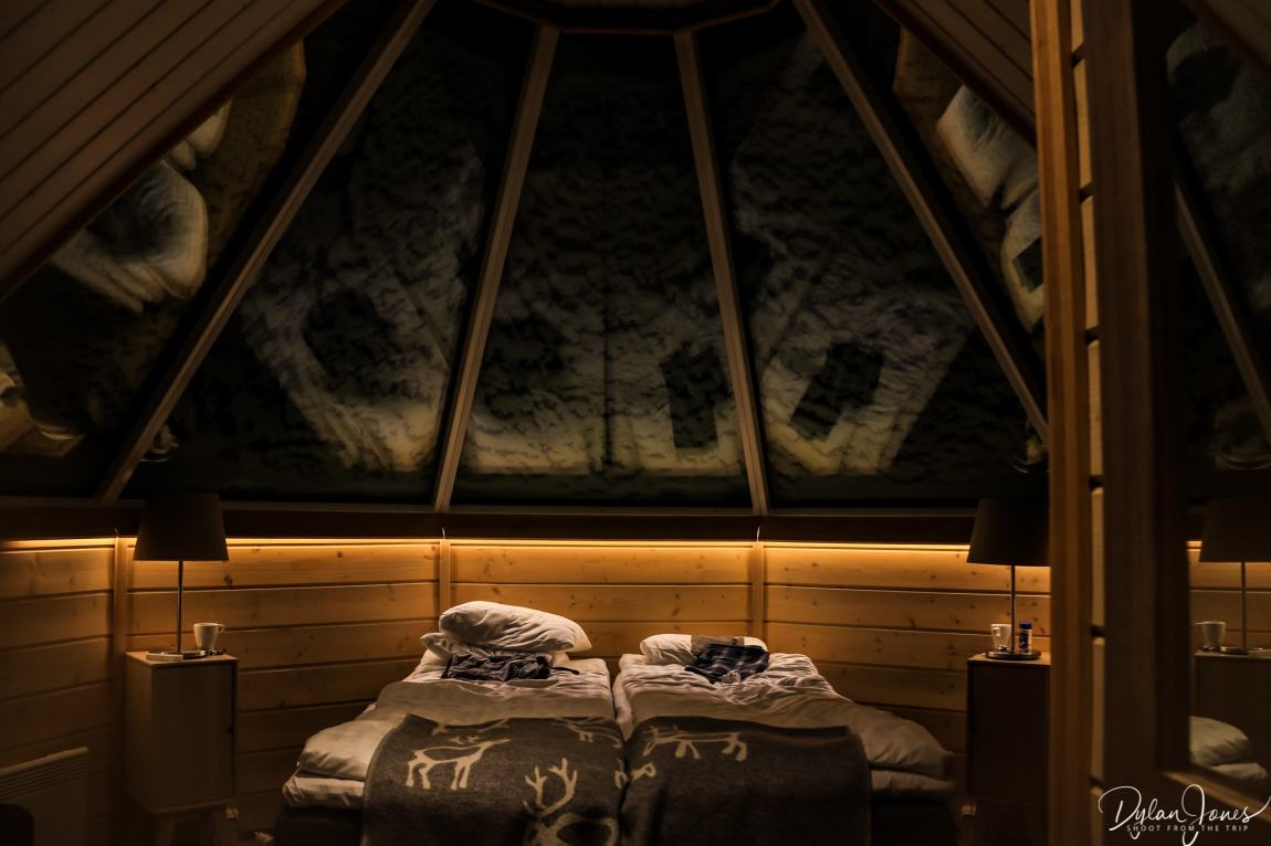Cosy lighting in the Aurora Cabin at night