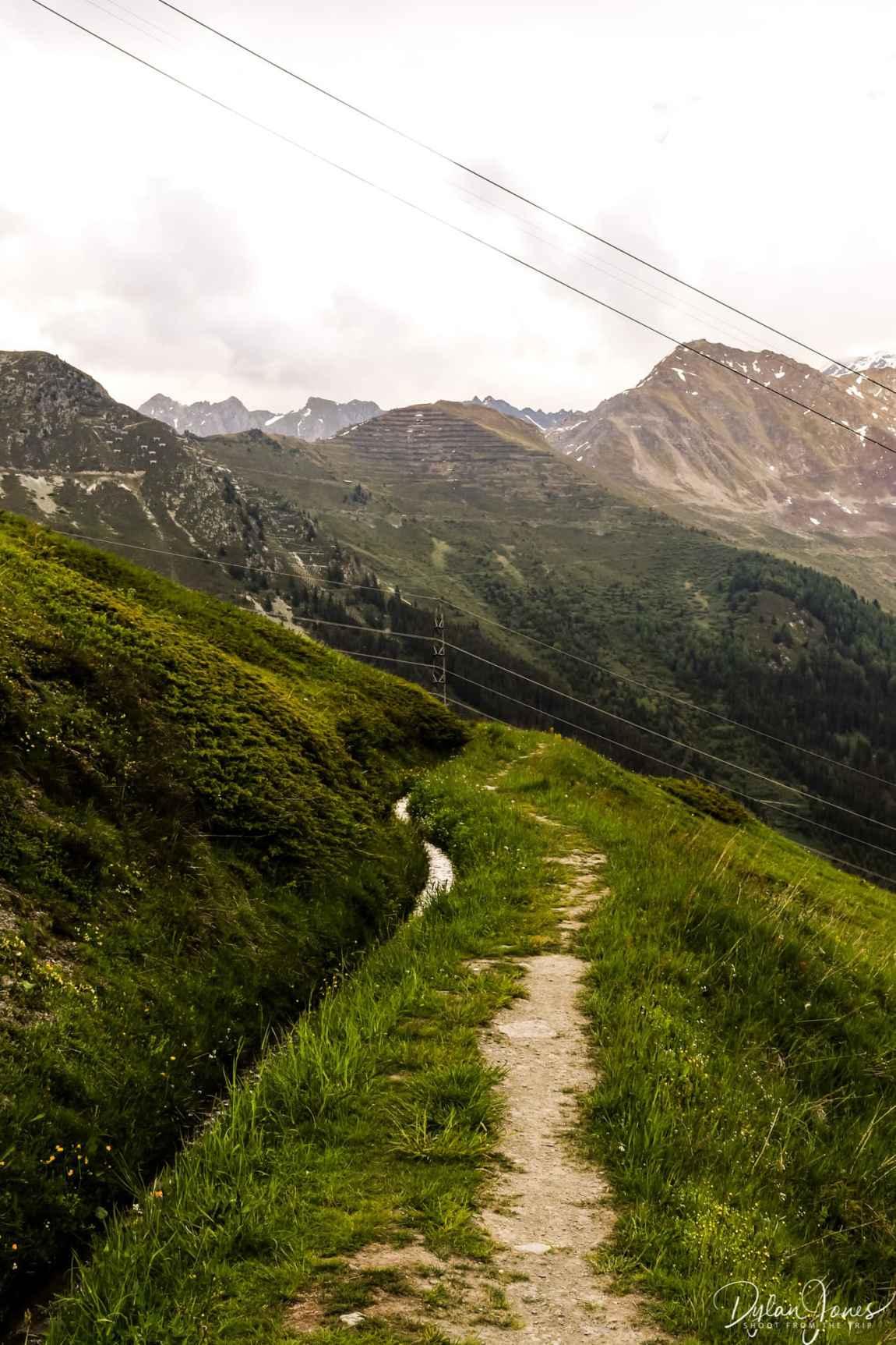 The hiking trail alongside the Bisse du Levron