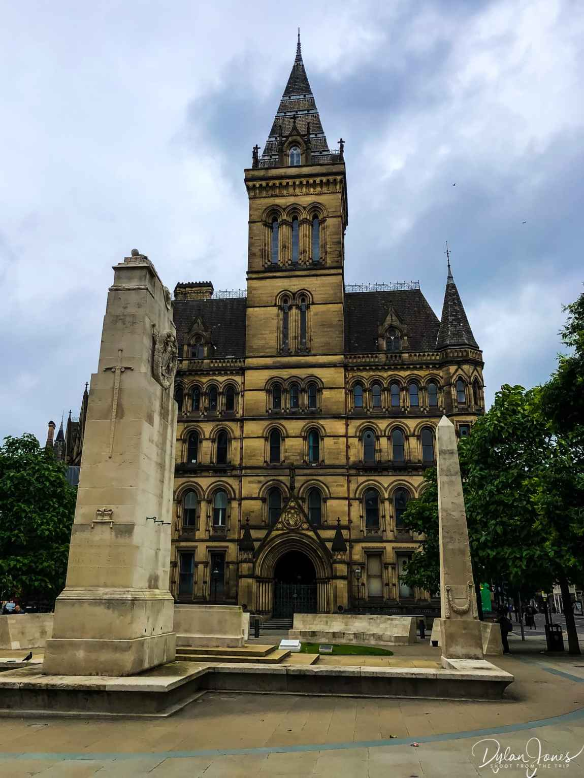 Manchester Town Hall and the Cenoptaph