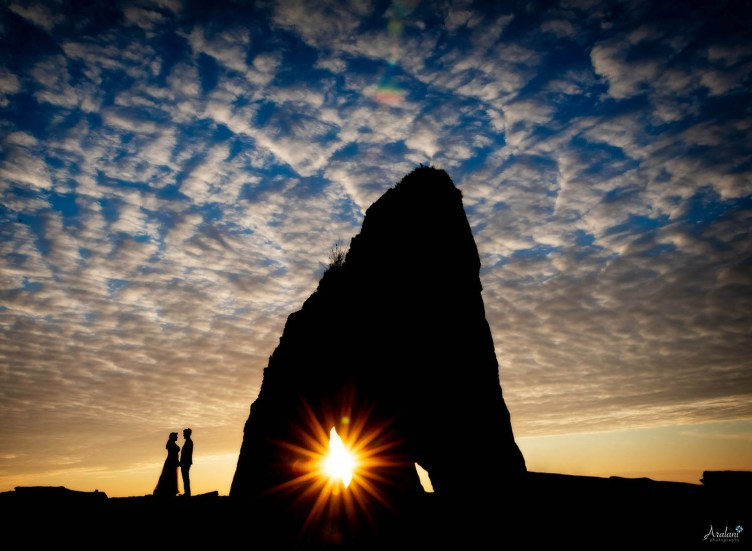 Silhouette of a wedding couple on an Oregon beach at sunset (by Ara Roselani)