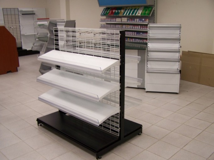 Wire Grid Gondola Shelving   SHOPCO U S A   Inc  White Wire Grid Shelving with Black Base