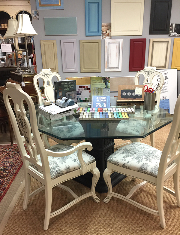 The finished dining set with new Toile fabric and matching finish in Old White and Graphite Chalk Paint ®