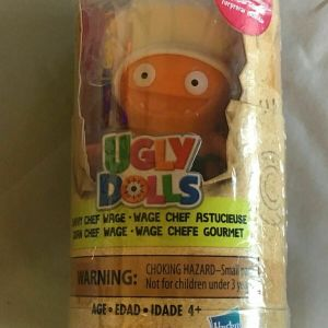 Hasbro Ugly Dolls Surprises Disguise Savvy Chef Wage White Figure & Accessories