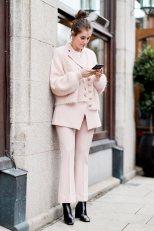 Poederroze trend kleur outfit