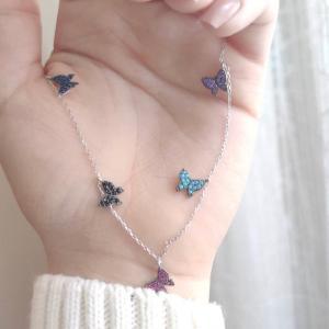 سلسال الفراشات الملونة