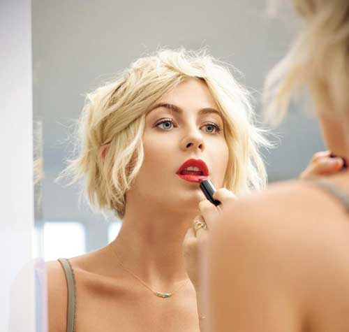 Julianne Hough Short Shag Haircut
