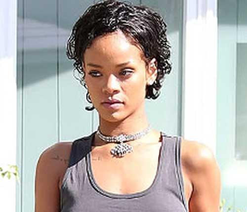 Rihanna S Pretty Lovely Short Curly Hair Pics Crazyforus