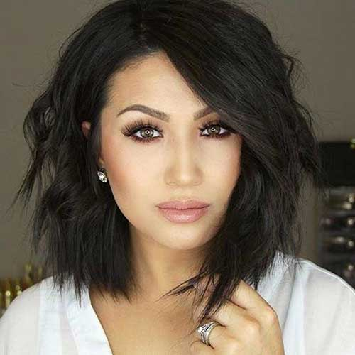 Hairstyles For Round Faces: 18 Fresh Layered Short Hairstyles For Round Faces