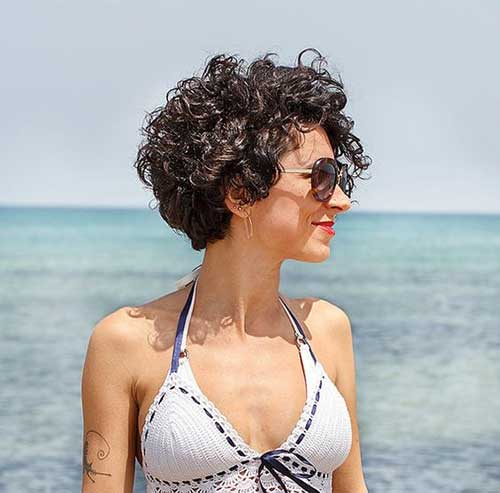 Cute Curly Short Hairstyles for Ladies