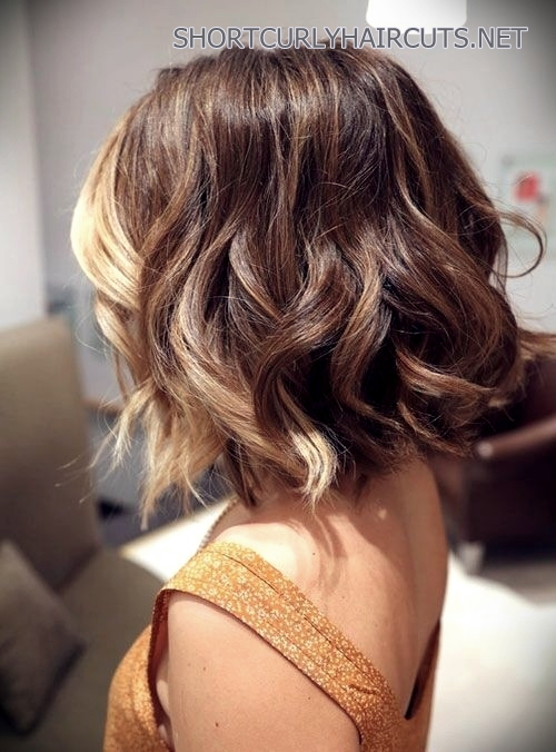 haircuts-medium-wavy-hair-1