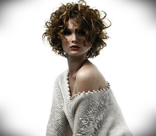 short-blonde-curly-hair-12