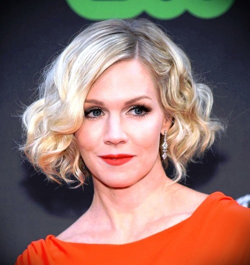 short-blonde-curly-hair-17